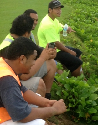 Large crew from Lahaina take a break.