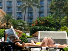 MAUI NEWS READER AT WESTIN