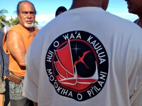 KUpuna Lyons Kapi'iohooka captured alongside the canoe logolani with the canoe emblem this morning