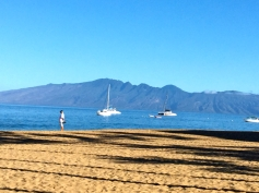 Wanderg the beach: Kaanapali